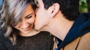 Dating tips wanneer te zoenen Nieuws rapport over online dating